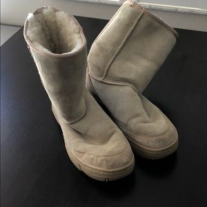 Ugg size 9 camel snow boots. Used.